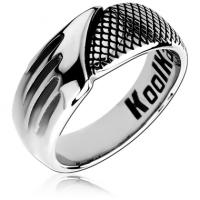 Стальное кольцо со змеиной текстурой