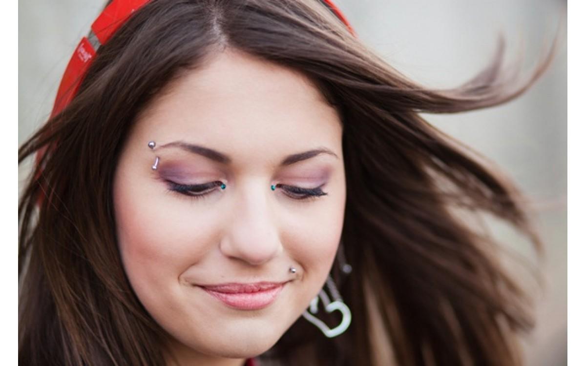 Пирсинг брови: виды, украшения, уход, заживление, значение для мужчин и женщин